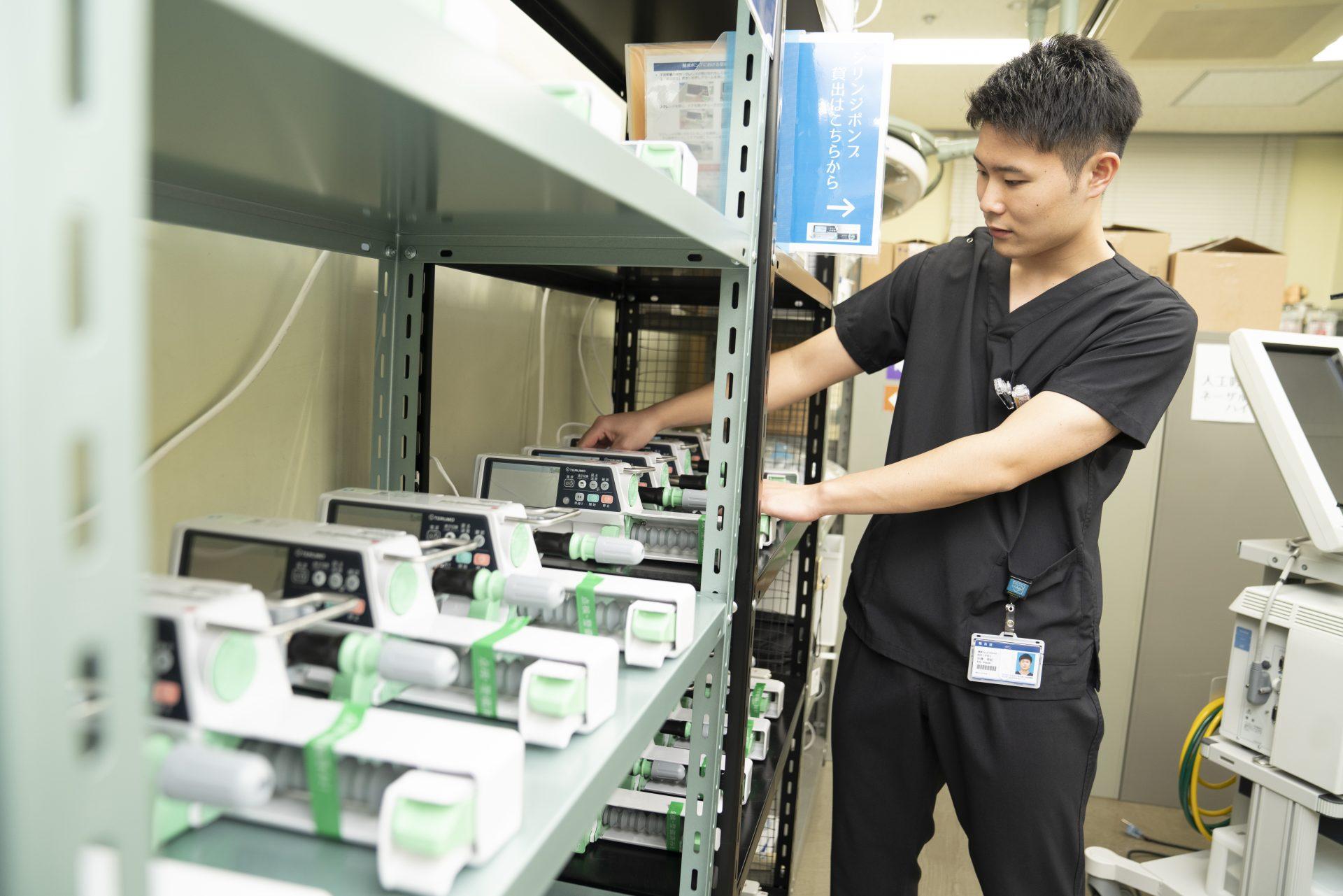 写真:臨床工学技士が機会を操作している様子3